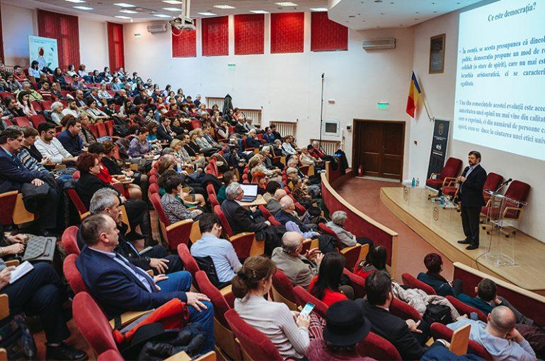 """Cristian Pîrvulescu: """"Donald Trump este tentat de un război și cred că-l va face în Venezuela"""""""