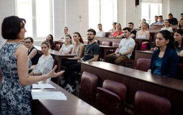Studenții și absolvenții UMF Iași învață să fie antreprenori