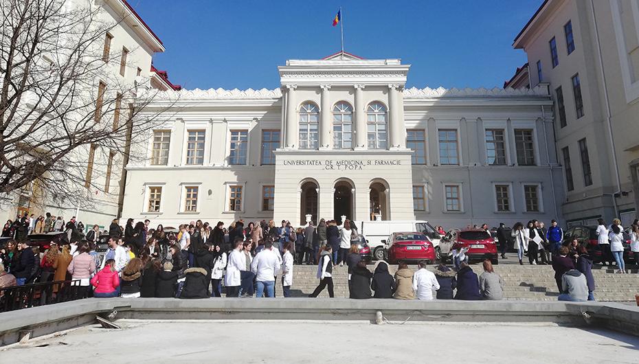 Studenții UMF Iași au participat la un exercițiu de simulare a unui cutremur