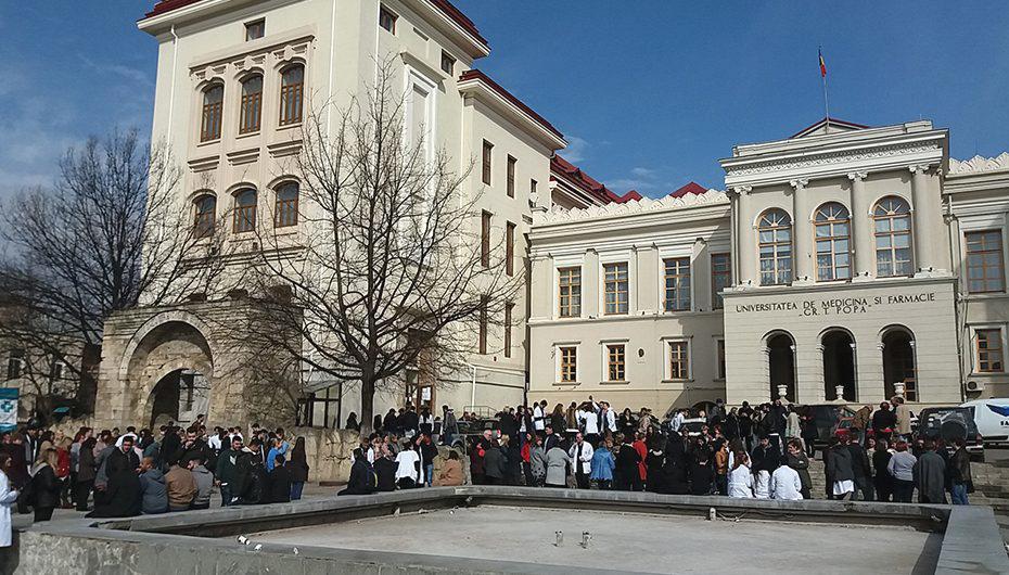 Exerciții de evacuare în caz de cutremur la UMF Iași