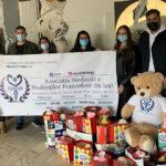 """Studenții francofoni de la UMF Iași au dăruit dulciuri și jucării copiilor de la Spitalul """"Sf.Maria"""""""